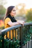 Lächeln der jungen Frau lizenzfreie stockbilder