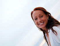 Lächeln der jungen Frau Stockfotos