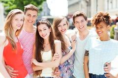 Lächeln der jungen Leute Stockfoto