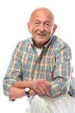 Lächeln des älteren Mannes getrennt auf Weiß Lizenzfreies Stockbild