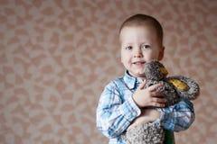 Lächeln des kleinen Jungen Stockbilder