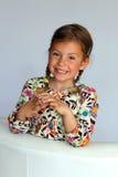 Lächeln des recht jungen Mädchens Stockfotos