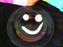 Lächeln gemacht mit Sauerrahm mit Liebe Stockfoto