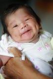 Lächeln, Grübchen gebildetes Schätzchen stockfotos