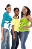 Lächeln mit drei Freunden Stockbild