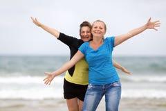Lächeln mit zwei Mädchen stockfotos