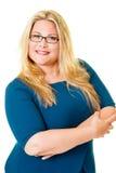 Lächeln plus sortierte blonde Exekutive im blauen Kleid Stockfotos