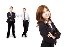 Lächeln und überzeugte asiatische Geschäftsfrau Stockfotografie