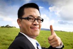 Lächeln und überzeugter Geschäftsmann Stockfotos