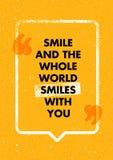 Lächeln und die ganze Welt lächelt mit Ihnen Positiv, das kreatives Motivations-Zitat anspornt Vektortypographiedesign stock abbildung