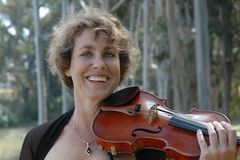 Lächeln und Violinen Lizenzfreies Stockfoto