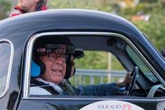 L?cheln vor Beginn des Tour de France-Automobils lizenzfreie stockfotos
