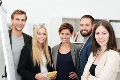 Lächelnde überzeugte Gruppe Geschäftsleute Stockbilder