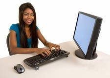Lächelnde Afroamerikaner-Geschäftsfrau Stockfoto