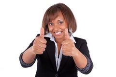 Lächelnde amerikanische Geschäftsfrau des Schwarzafrikaners, die Daumen bildet Stockbild