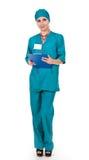Lächelnde Arztfrau mit Stethoskop Stockbild