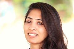 Lächelnde asiatische Frau Lizenzfreies Stockfoto
