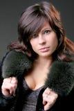 Lächelnde attraktive Frau der Junge Lizenzfreie Stockfotos
