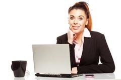 Lächelnde attraktive Geschäftsfrau stockbild