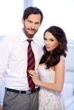 Lächelnde attraktive junge Paare Stockfoto