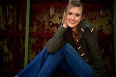 Lächelnde blonde Frau Lizenzfreies Stockfoto