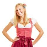 Lächelnde blonde Frau im Dirndlkleid Stockfotos