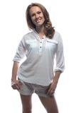 Lächelnde blonde Frau im zufälligen Hemd Stockbild