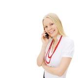 Lächelnde blonde Geschäftsfrau, die Telefon benennt Stockfoto