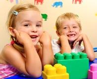 Lächelnde blonde Kinder Lizenzfreies Stockfoto
