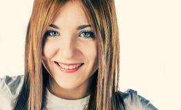 Lächelnde blonde Nahaufnahme Stockfoto