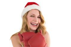 Lächelnde blonde tragende rote Boxhandschuhe Stockfotos
