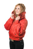 Lächelnde Blondine der Junge in der roten Jacke Lizenzfreies Stockfoto