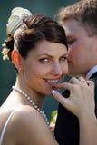 Lächelnde Braut auf Hochzeitstag Stockfotografie