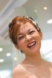 Lächelnde Braut zum zu sein Stockfotografie