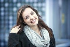 Lächelnde Brunette-Frau Lizenzfreies Stockbild