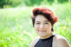 Lächelnde Brunette-Frau Stockbilder