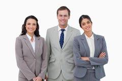 Lächelnde businessteam Stellung Lizenzfreies Stockfoto