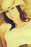 Lächelnde Cowgirl-Frau lizenzfreies stockbild