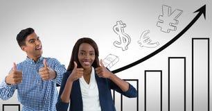 lächelnde Daumen des Mannes und der Frau oben mit Diagramm Lizenzfreies Stockfoto