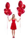 Lächelnde Frau der Liebe, die rote Herzen hält Lizenzfreies Stockbild