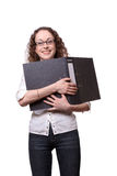 Lächelnde Frau, die schwarzes Faltblatt anhält Stockbild