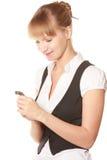 Lächelnde Frau, die Uhr betrachtet lizenzfreie stockbilder