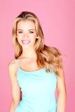 Lächelnde Frau im Sommer-Kleid Lizenzfreie Stockbilder
