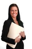 Lächelnde Frau mit Faltblättern Stockfotos