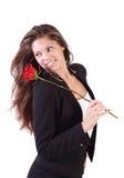 Lächelnde Frau mit Fliegenhaargriffen stieg Stockfotografie