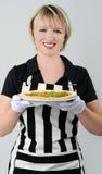 Lächelnde Frau mit Pizza Stockfotos