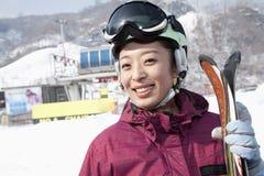 Lächelnde Frau in Ski Resort Lizenzfreie Stockbilder