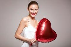 Lächelnde Frau, Valentinsgruß ` s Tag Stockbild