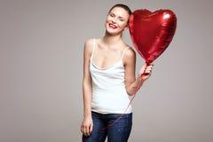 Lächelnde Frau, Valentinsgruß ` s Tag Stockbilder