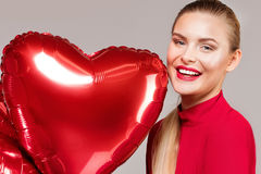 Lächelnde Frau, Valentinsgruß ` s Tag Lizenzfreies Stockfoto